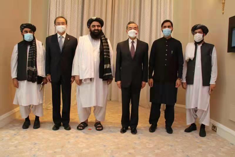 متقي: د افغانستان خاوره به د چین پر ضد نه کارول کیږي