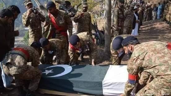 نامعلومه وسله والو ۸ پاکستاني سرتیري وژلي.