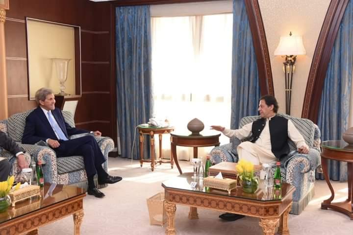 عمران خان: افغانستان سره دې تعامل وشي او کنګل شوې شتمني دې په واک کې ورکړل شي